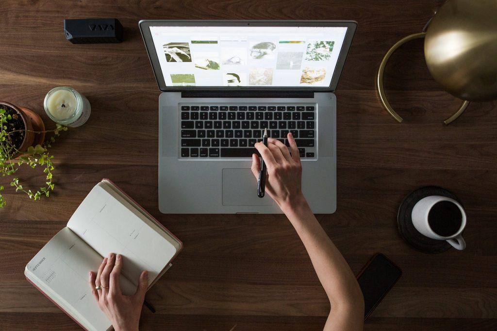 laptop, mac, computer-2557572.jpg